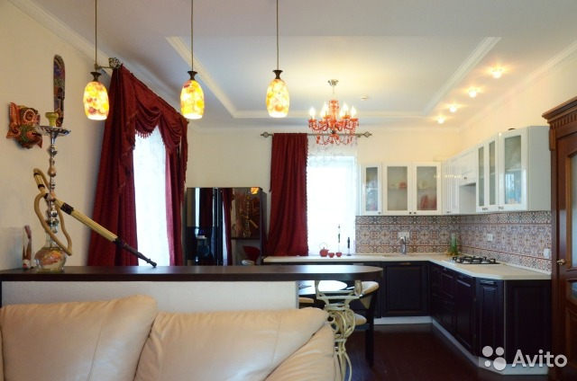 Фото дизайна фиолетового зала