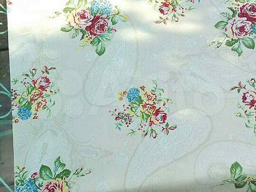 Рулонная штора и рулон обоев -розы